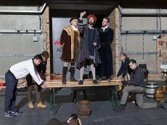 Ein neues Weltbild setzt sich durch: Martin Luther, Melanchthon-Schüler Erasmus Reinhold und Philipp Melanchthon (v.l.) betrachten einen Kometen am Himmel.