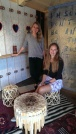 """Anja (l.) und ihre Kommilitonin Magdalena haben ihr Bachelor-Studium für Design und Produktmanagement in den Dienst des Reformationsjubiläums gestellt - ein Thema, das die beiden vorab wenig auf dem Schirm hatten, sagt Anja, """"weil Österreich ein mehrheitlich katholisches Land ist""""."""